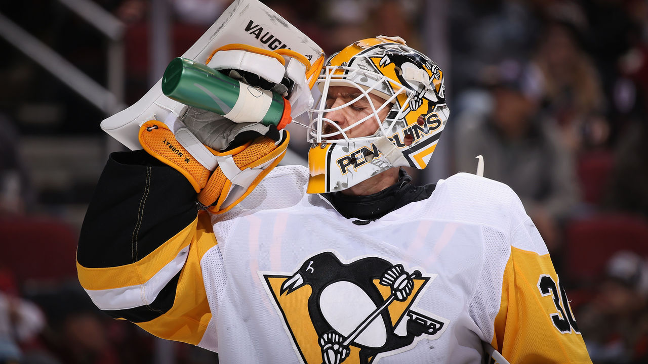 GLENDALE, AZ - DECEMBER 16: Goaltender Matt Murray #30 of the Pittsburgh Penguins drinks from a gatorade bottle during the NHL game against the Arizona Coyotes at Gila River Arena on December 16, 2017 in Glendale, Arizona. The Penguins defeated the Coyotes 4-2.