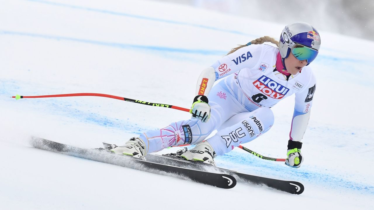 USA's Lindsey Vonn competes in the FIS Alpine World Cup Women's Super G on January 21, 2018 in Cortina d'Ampezzo, Italian Alps. / AFP PHOTO / Tiziana FABI