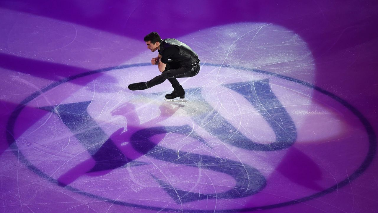 Spain's Javier Fernandez performs during the Gala Exhibition at the ISU European Figure Skating Championships in Moscow on January 21, 2018. / AFP PHOTO / Yuri KADOBNOV