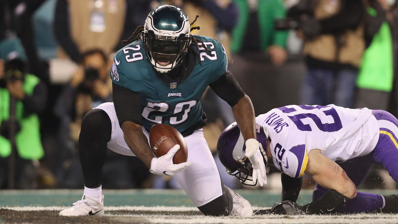 PHILADELPHIA, PA - JANUARY 21: LeGarrette Blount #29 of the Philadelphia Eagles scores a second quarter touchdown past Harrison Smith #22 of the Minnesota Vikings in the NFC Championship game at Lincoln Financial Field on January 21, 2018 in Philadelphia, Pennsylvania.