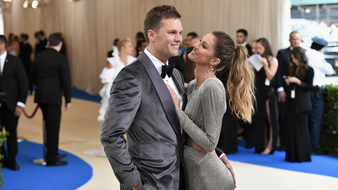 NEW YORK, NY - MAY 01: Tom Brady (L) and Gisele Bundchen attend the 'Rei Kawakubo/Comme des Garcons: Art Of The In-Between' Costume Institute Gala at Metropolitan Museum of Art on May 1, 2017 in New York City.