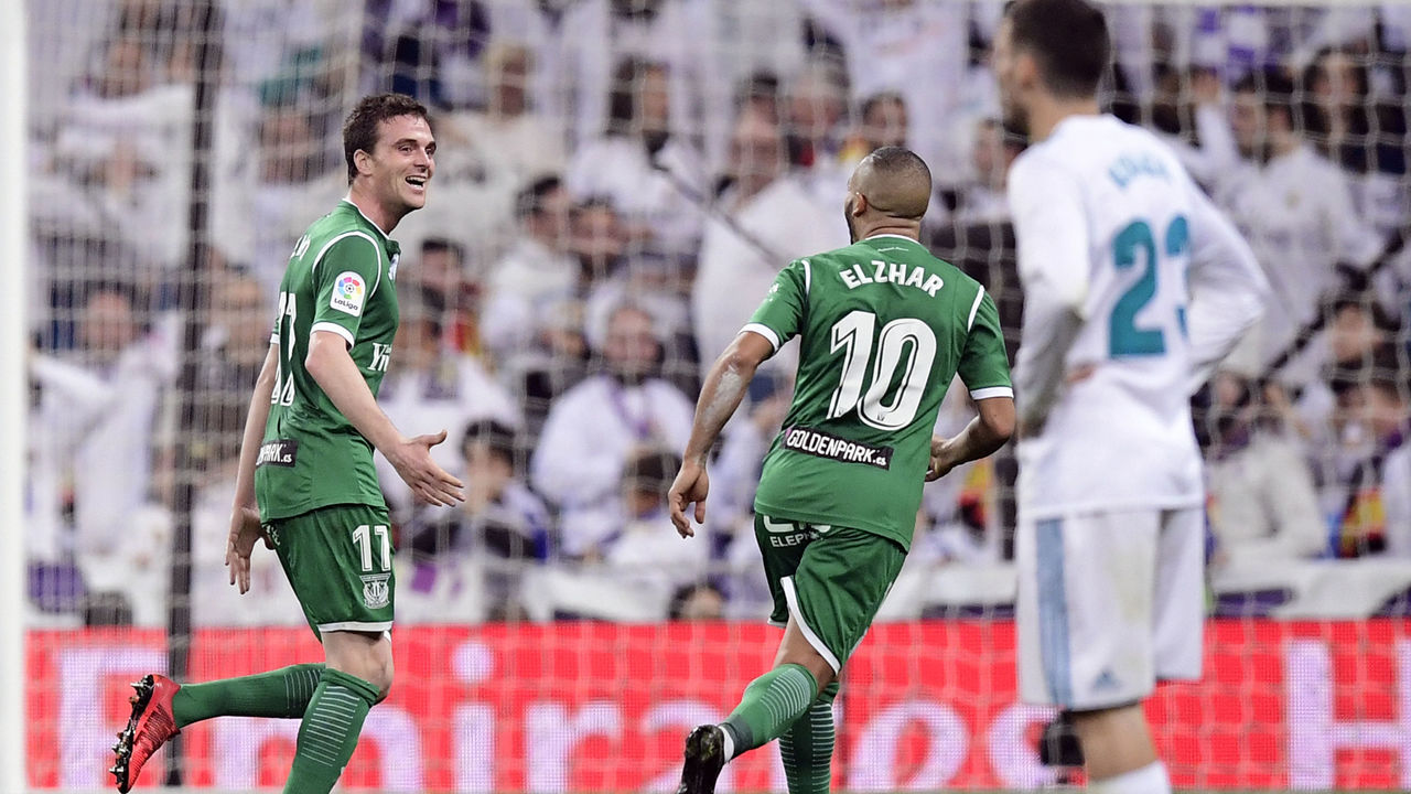 Leganes' Spanish midfielder Javier Eraso (L) celebrates a gola during the Spanish 'Copa del Rey' (King's cup) quarter-final second leg football match between Real Madrid CF and CD Leganes at the Santiago Bernabeu stadium in Madrid on January 24, 2018. / AFP PHOTO / JAVIER SORIANO