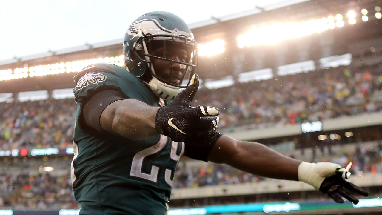 PHILADELPHIA, PA - OCTOBER 29: LeGarrette Blount #29 of the Philadelphia Eagles celebrates after scoring a 12 yard touchdown run against the San Francisco 49ers in the fourth quarter during their game at Lincoln Financial Field on October 29, 2017 in Philadelphia, Pennsylvania.