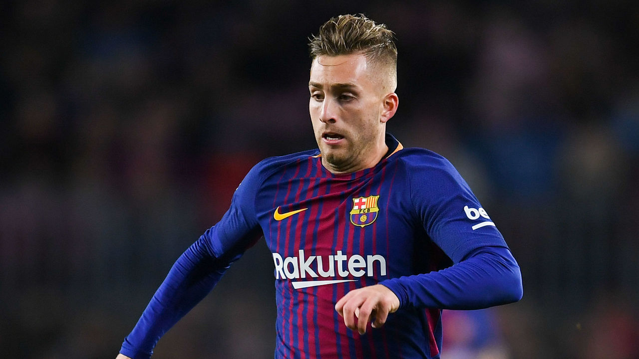 BARCELONA, SPAIN - NOVEMBER 29: Gerard Deulofeu of FC Barcelona runs with the ball during the Copa del Rey round of 32 second leg match between FC Barcelona and Real Murcia at Camp Nou on November 29, 2017 in Barcelona, Spain.
