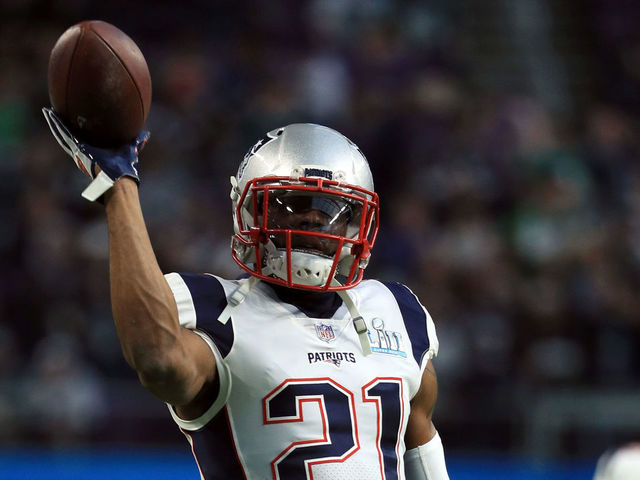 MINNEAPOLIS, MN - FEBRUARY 04: Malcolm Butler #21 of the New England Patriots warms up prior to Super Bowl LII against the Philadelphia Eagles at U.S. Bank Stadium on February 4, 2018 in Minneapolis, Minnesota.