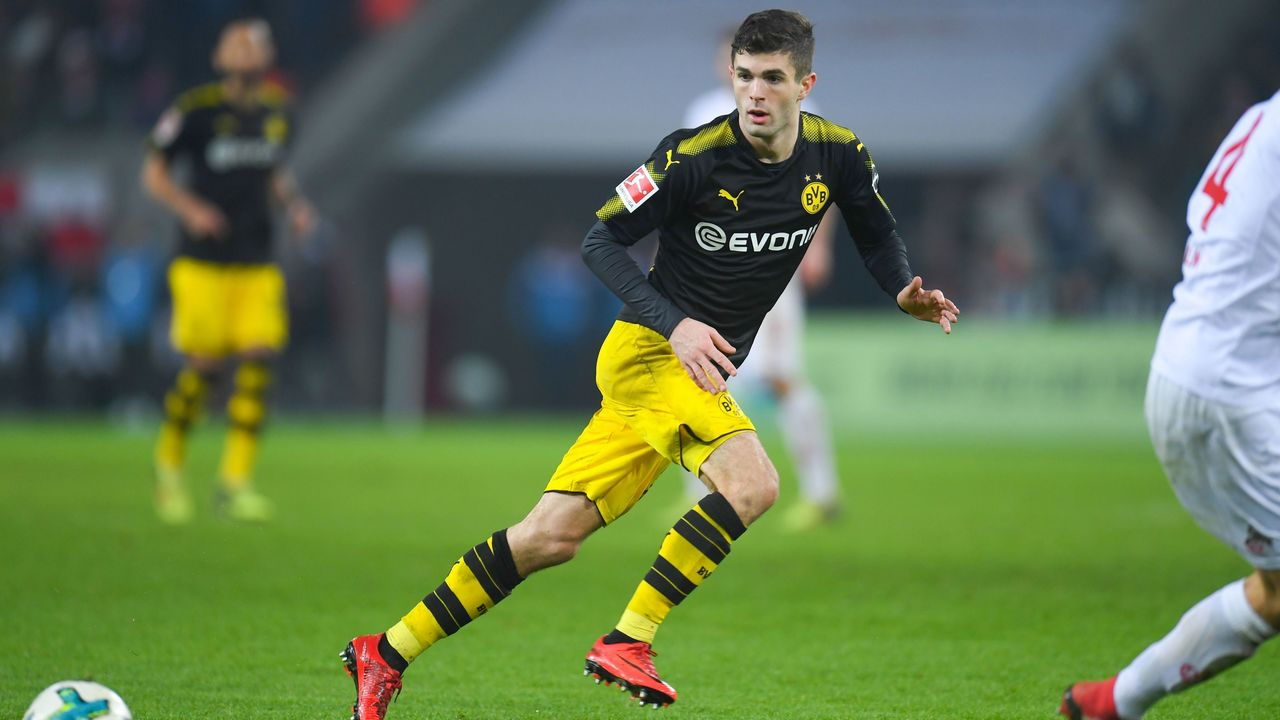 Dortmund's US midfielder Christian Pulisic vies for the ball during the German first division Bundesliga football match FC Cologne versus Borussia Dortmund in Cologne, western Germany, on February 2, 2018. / AFP PHOTO / Patrik STOLLARZ / RESTRICTIONS: DURING MATCH TIME: DFL RULES TO LIMIT THE ONLINE USAGE TO 15 PICTURES PER MATCH AND FORBID IMAGE SEQUENCES TO SIMULATE VIDEO. == RESTRICTED TO EDITORIAL USE == FOR FURTHER QUERIES PLEASE CONTACT DFL DIRECTLY AT + 49 69 650050