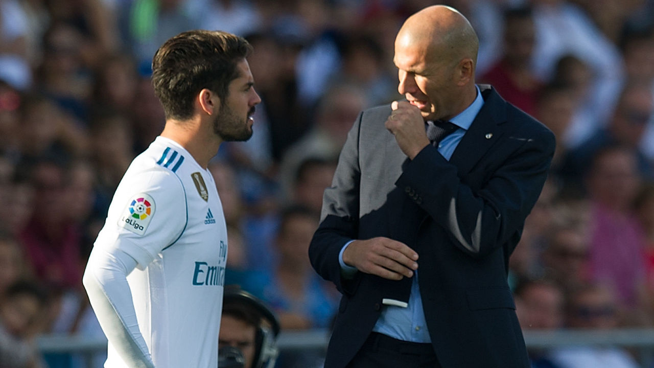 GETAFE, SPAIN - OCTOBER 14: Head coach Zinedine Zidane of Real Madrid CF has a word with Isco Alarcon before putting him on during the La Liga match between Getafe and Real Madrid at Coliseum Alfonso Perez on October 14, 2017 in Getafe, Spain.