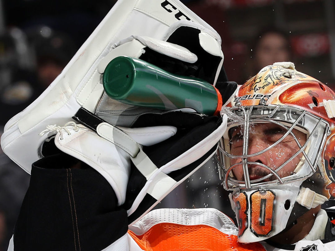 Neuvirth becomes 1st goalie ever to enter game during shootout and win