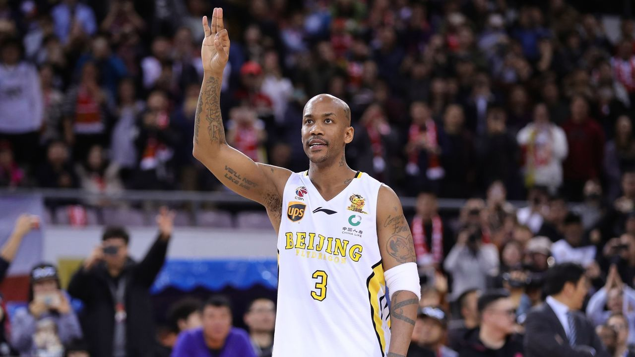 Former NBA player Stephon Marbury waves to the crowd after his final game for the Chinese Basketball Association's Beijing Fly Dragons in Beijing on February 11, 2018. Marbury retired from pro basketball on February 11, 2018 after a 22-year career. / AFP PHOTO / - / China OUT