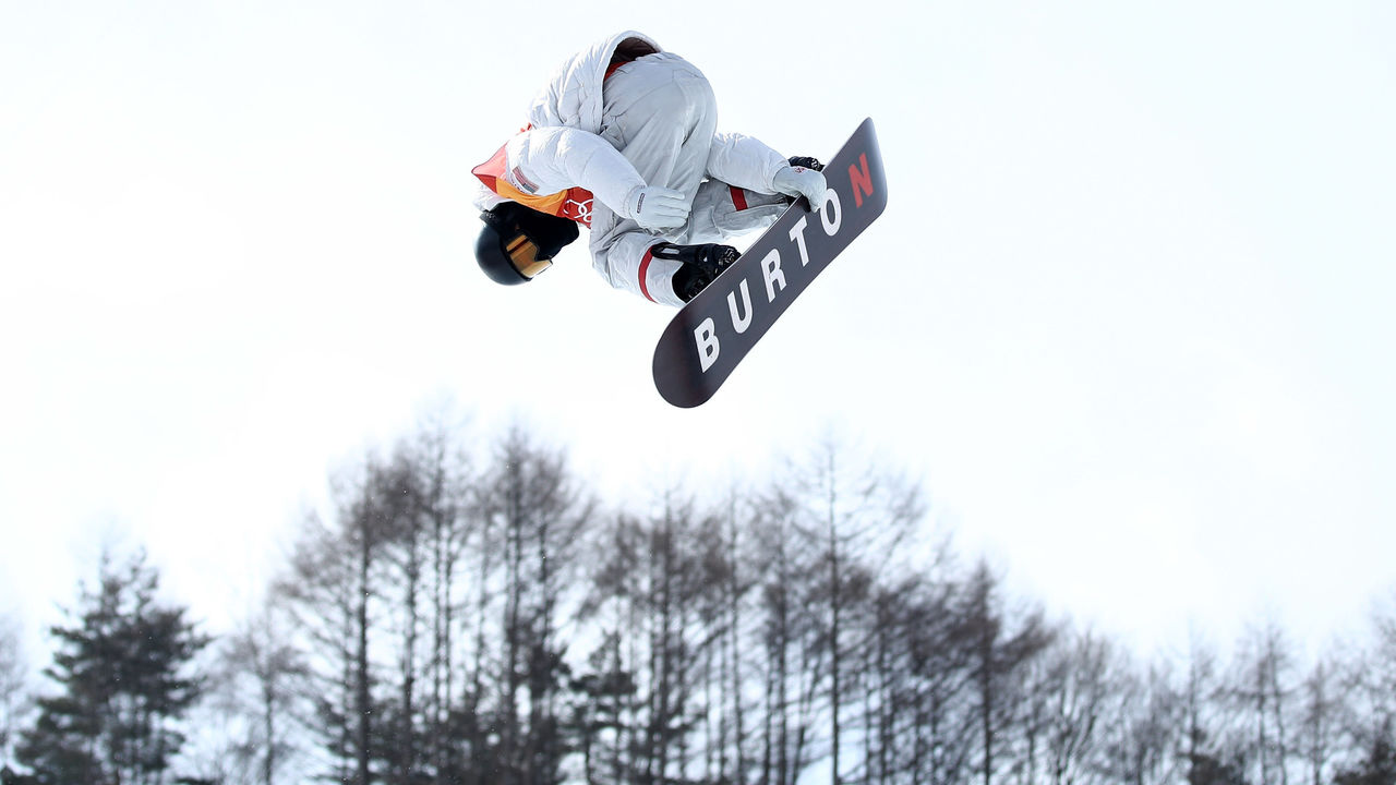 PYEONGCHANG-GUN, SOUTH KOREA - FEBRUARY 13: Shaun White of the United States competes during the Snowboard Men's Halfpipe Qualification on day four of the PyeongChang 2018 Winter Olympic Games at Phoenix Snow Park on February 13, 2018 in Pyeongchang-gun, South Korea.