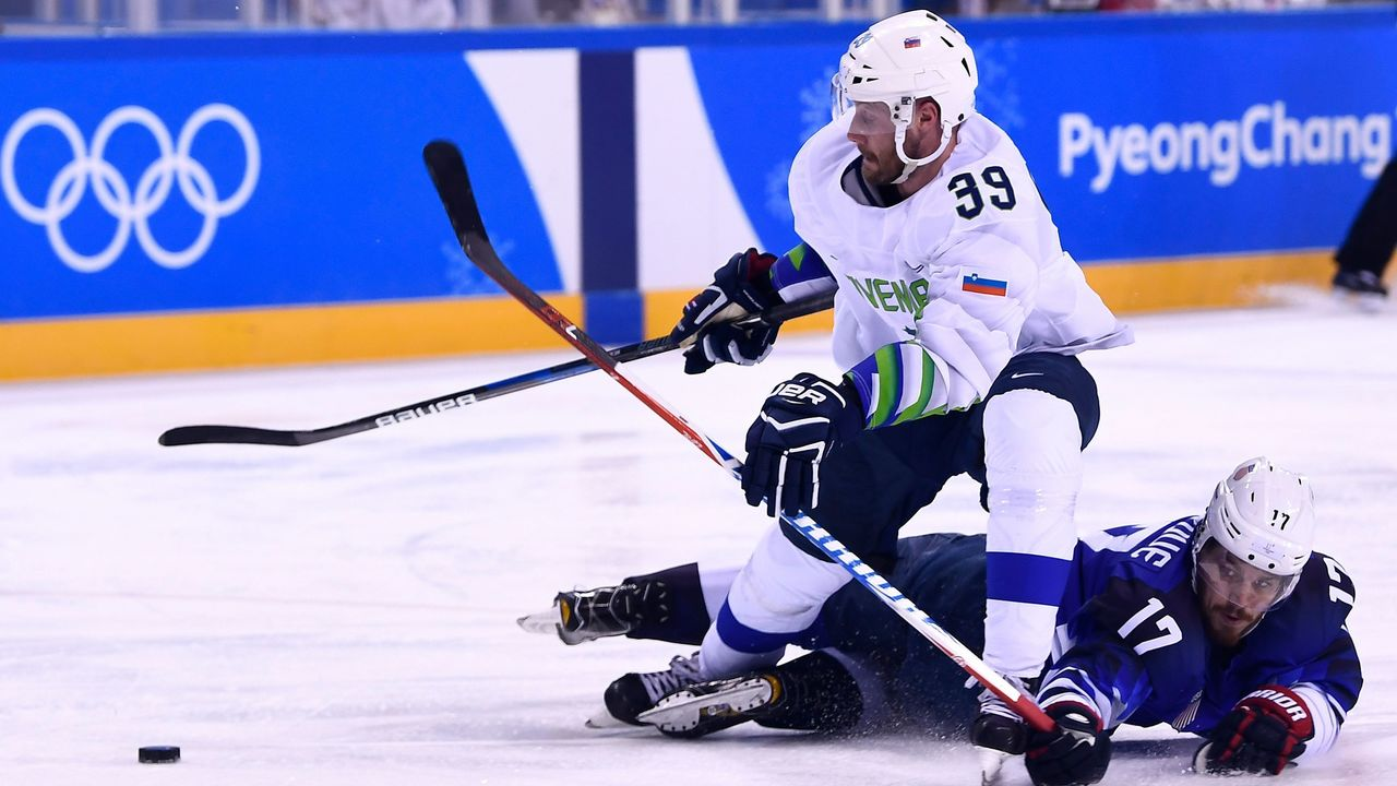Slovenia's Jan Mursak vies with USA's Chris Bourque in the men's preliminary round ice hockey match between the US and Slovenia during the Pyeongchang 2018 Winter Olympic Games at the Kwandong Hockey Centre in Gangneung on February 14, 2018. / AFP PHOTO / Brendan Smialowski