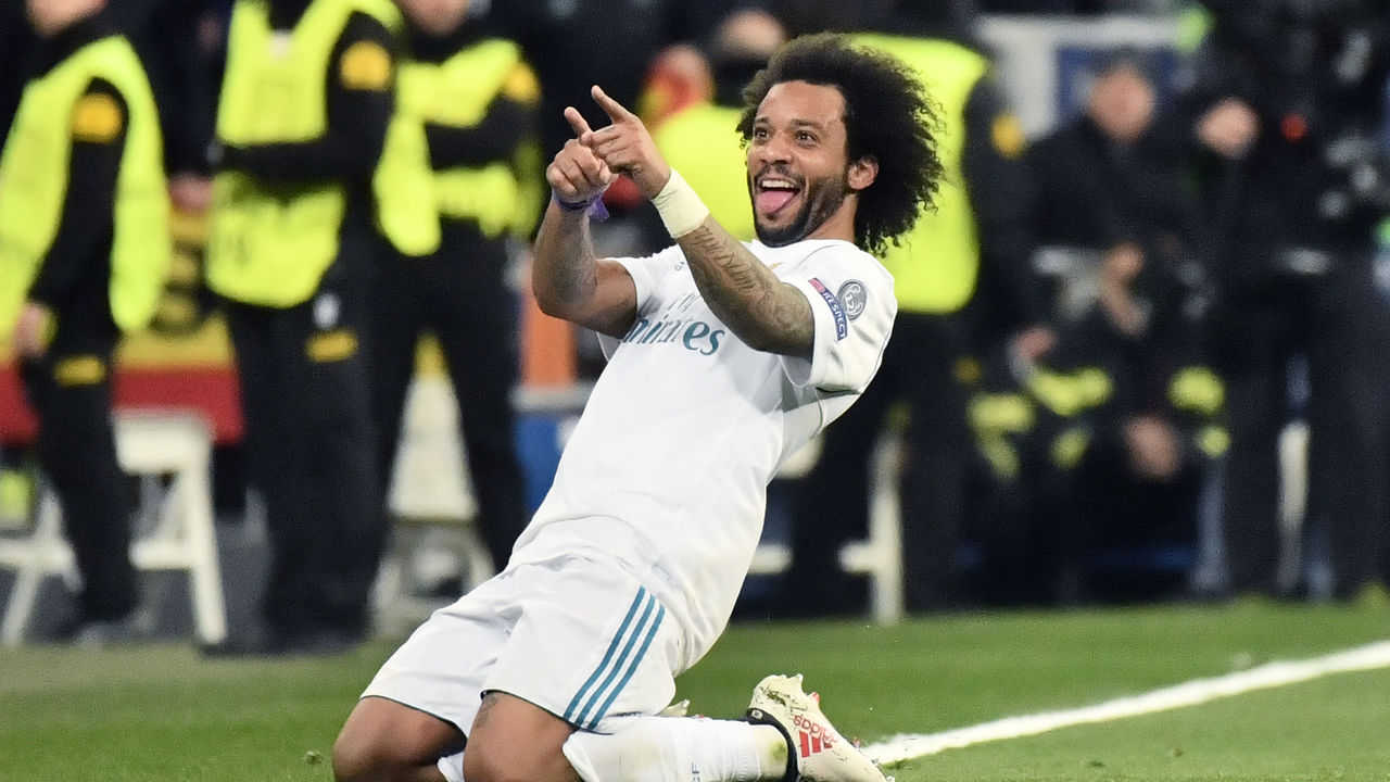 Real Madrid's Brazilian defender Marcelo celebrates after scoring during the UEFA Champions League round of sixteen first leg football match Real Madrid CF against Paris Saint-Germain (PSG) at the Santiago Bernabeu stadium in Madrid on February 14, 2018. / AFP PHOTO / CHRISTOPHE SIMON