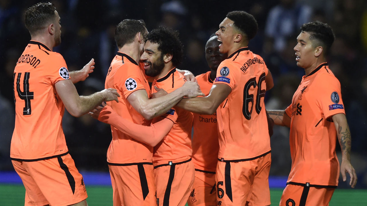 Liverpool's Egyptian midfielder Mohamed Salah (C) celebrates with teammates after scoring their second goal during the UEFA Champions League round of sixteen first leg football match between FC Porto and Liverpool at the Dragao stadium in Porto, Portugal on February 14, 2018. / AFP PHOTO / MIGUEL RIOPA