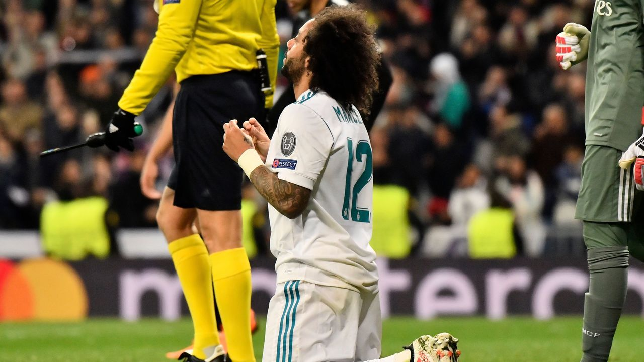 Real Madrid's Brazilian defender Marcelo reacts during the UEFA Champions League round of sixteen first leg football match Real Madrid CF against Paris Saint-Germain (PSG) at the Santiago Bernabeu stadium in Madrid on February 14, 2018. / AFP PHOTO / CHRISTOPHE SIMON