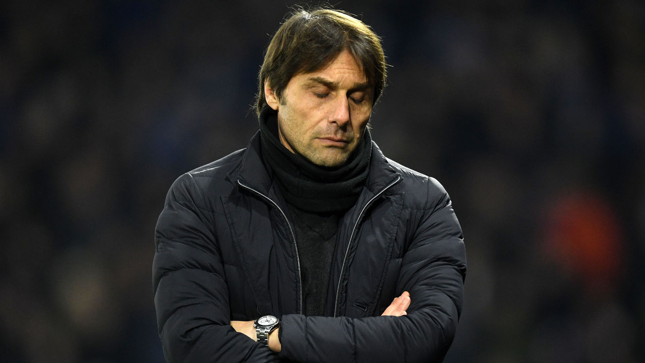 WATFORD, ENGLAND - FEBRUARY 05: Antonio Conte, Manager of Chelsea looks dejected during the Premier League match between Watford and Chelsea at Vicarage Road on February 5, 2018 in Watford, England.