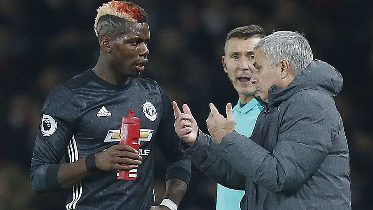 Manchester United's Portuguese manager Jose Mourinho (R) talks with Manchester United's French midfielder Paul Pogba during the English Premier League football match between Arsenal and Manchester United at the Emirates Stadium in London on December 2, 2017. / AFP PHOTO / IKIMAGES / Ian KINGTON / RESTRICTED TO EDITORIAL USE. No use with unauthorized audio, video, data, fixture lists, club/league logos or 'live' services. Online in-match use limited to 45 images, no video emulation. No use in betting, games or single club/league/player publications.