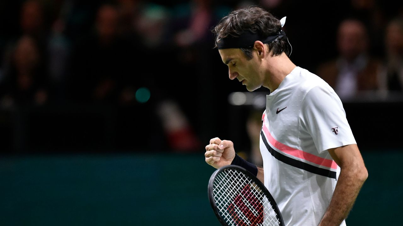 Switzerland's Roger Federer reacts after a point during his quarter-final singles tennis match against Netherlands Robin Haase for the ABN AMRO World Tennis Tournament in Rotterdam on February 16, 2018. / AFP PHOTO / JOHN THYS