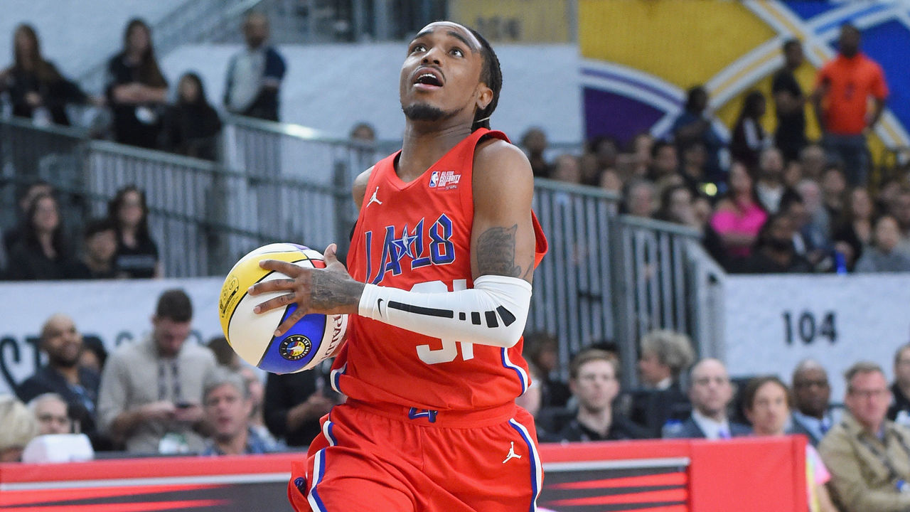 LOS ANGELES, CA - FEBRUARY 16: Quavo plays during the 2018 NBA All-Star Game Celebrity Game at Los Angeles Convention Center on February 16, 2018 in Los Angeles, California.