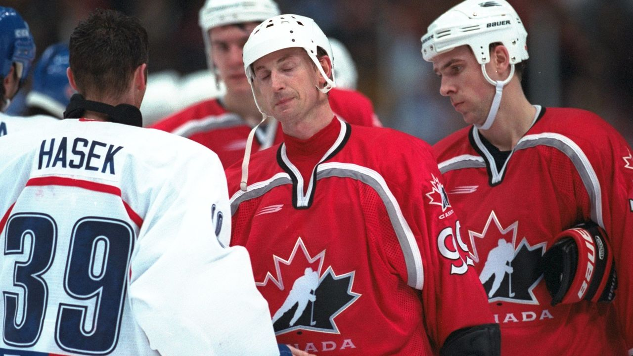 20 Feb 1998: Wayne Gretzky of Canada is consoled by Dominik Hasek of the Czech Republic at Big Hat Arena during the 1998 Olympic Winter Games in Nagano, Japan. Czech Republic beat Canada 2-1 in overtime to advance to the gold medal game. \ Mandatory Credit: Brian Bahr /Allsport