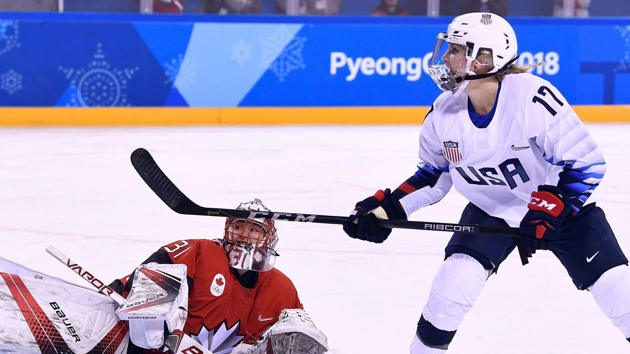 USA's Jocelyne Lamoureux-Davidson (R) reacts to a missed penalty shot against Canada's Genevieve Lacasse in the women's preliminary round ice hockey match between the US and Canada during the Pyeongchang 2018 Winter Olympic Games at the Kwandong Hockey Centre in Gangneung on February 15, 2018. / AFP PHOTO / Brendan Smialowski