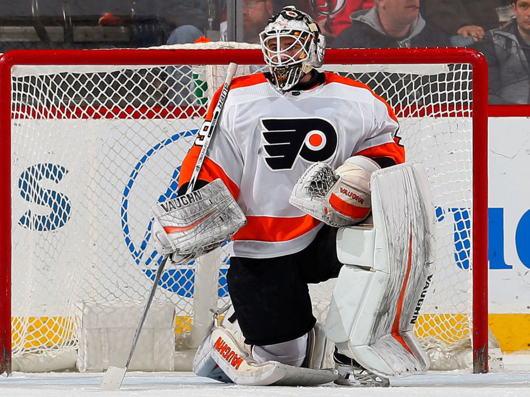 Rookie goalie Lyon steps up for Flyers after Neuvirth goes down