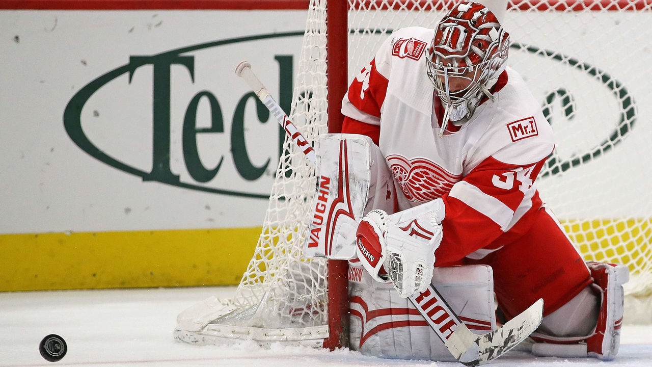 CHICAGO, IL - JANUARY 14: Petr Mrazek #34 of the Detroit Red Wings makes a save against the Chicago Blackhawks at the United Center on January 14, 2018 in Chicago, Illinois. The Red Wings defeated the Blackhawks 4-0.