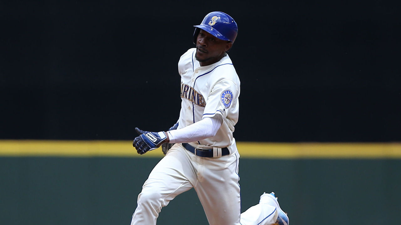 SEATTLE, WA - JULY 09: Jarrod Dyson #1 of the Seattle Mariners makes the run to third base on a single by Carlos Ruiz of the Seattle Mariners in the third inning at Safeco Field on July 9, 2017 in Seattle, Washington.