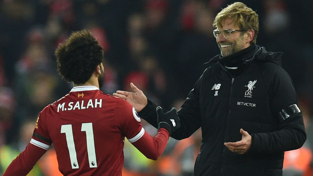 Liverpool's German manager Jurgen Klopp (R) greets Liverpool's Egyptian midfielder Mohamed Salah (L) as Salah comes off during the English Premier League football match between Liverpool and Manchester City at Anfield in Liverpool, north west England on January 14, 2018. / AFP PHOTO / Oli SCARFF /