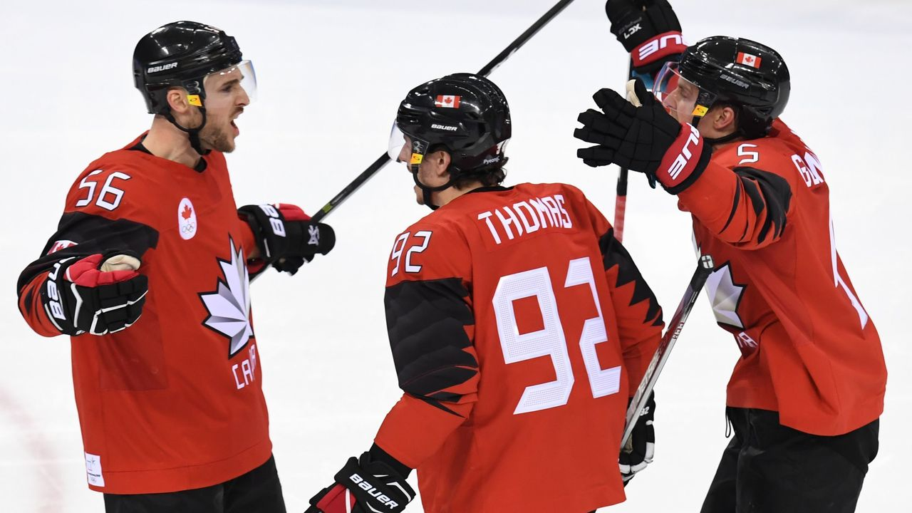 Canada's Maxim Noreau (L) celebrates after scoring a goal in the men's quarter-final ice hockey match between Finland and Canada during the Pyeongchang 2018 Winter Olympic Games at the Gangneung Hockey Centre in Gangneung on February 21, 2018. / AFP PHOTO / Kirill KUDRYAVTSEV