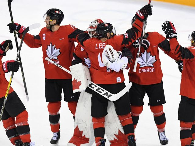Team Canada celebrate winning the men's quarter-final ice hockey match between Finland and Canada during the Pyeongchang 2018 Winter Olympic Games at the Gangneung Hockey Centre in Gangneung on February 21, 2018. / AFP PHOTO / Kirill KUDRYAVTSEV
