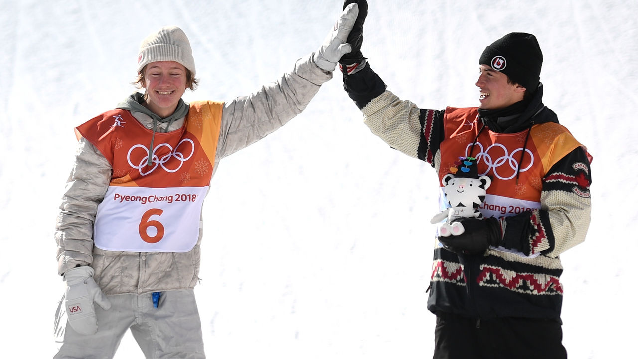 Gold medallist US Redmond Gerard (L) celebrates with bronze medallist Canada's Mark McMorris during the victory ceremony at the end of the men's snowboard slopestyle final at the Phoenix Park during the Pyeongchang 2018 Winter Olympic Games on February 11, 2018 in Pyeongchang. / AFP PHOTO / Martin BUREAU