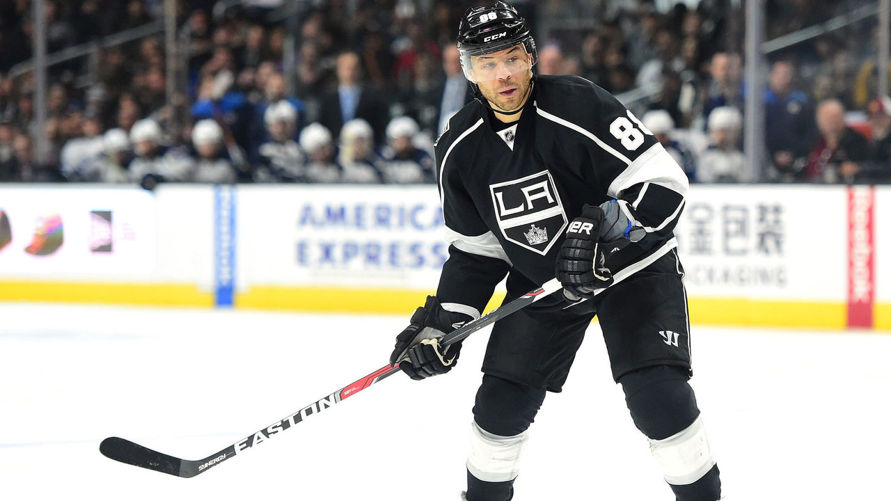 LOS ANGELES, CA - MARCH 23: Jarome Iginla #88 of the Los Angeles Kings waits for a pass during the game against the Winnipeg Jets at Staples Center on March 23, 2017 in Los Angeles, California.