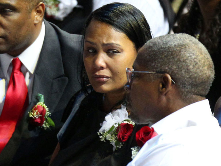 Ex-wife of Lorenzen Wright pleads not guilty to his murder | theScore.com