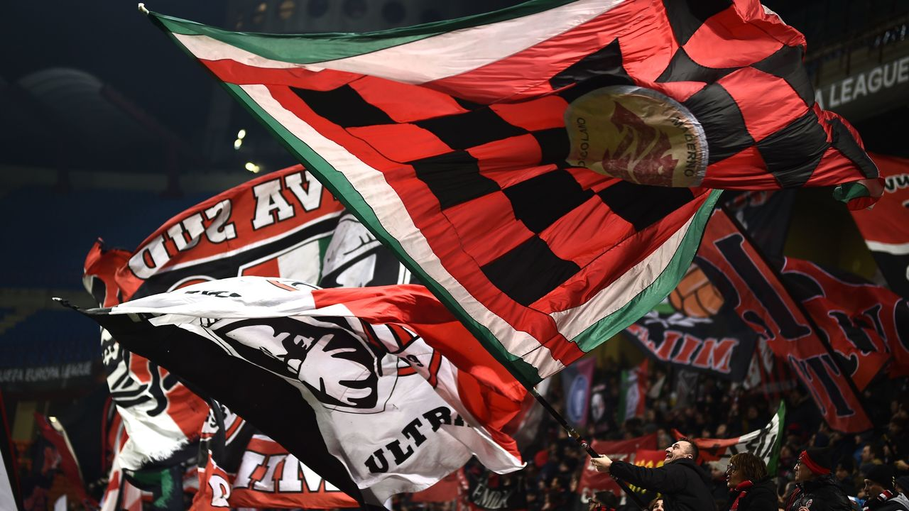 AC Milan supporters wave flags during the UEFA Europa League round of 32 second-leg football match AC Milan Vs Ludogorets at the 'San Siro Stadium' in Milan on February 22, 2018. / AFP PHOTO / MARCO BERTORELLO