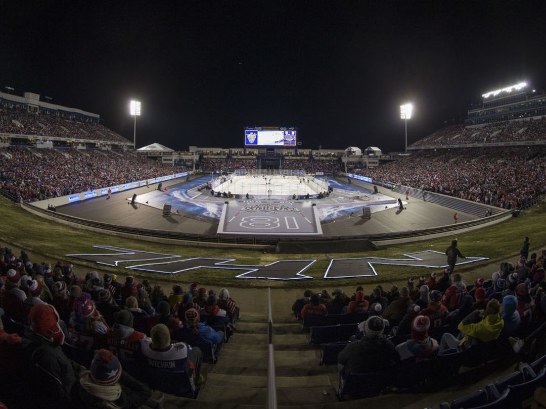 10 best photos from Leafs-Caps Stadium Series game