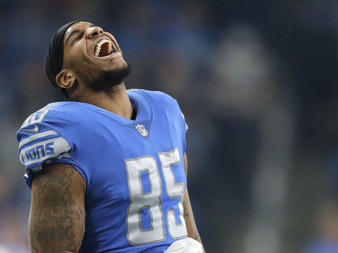Colts, Ebron agree to 2-year contract