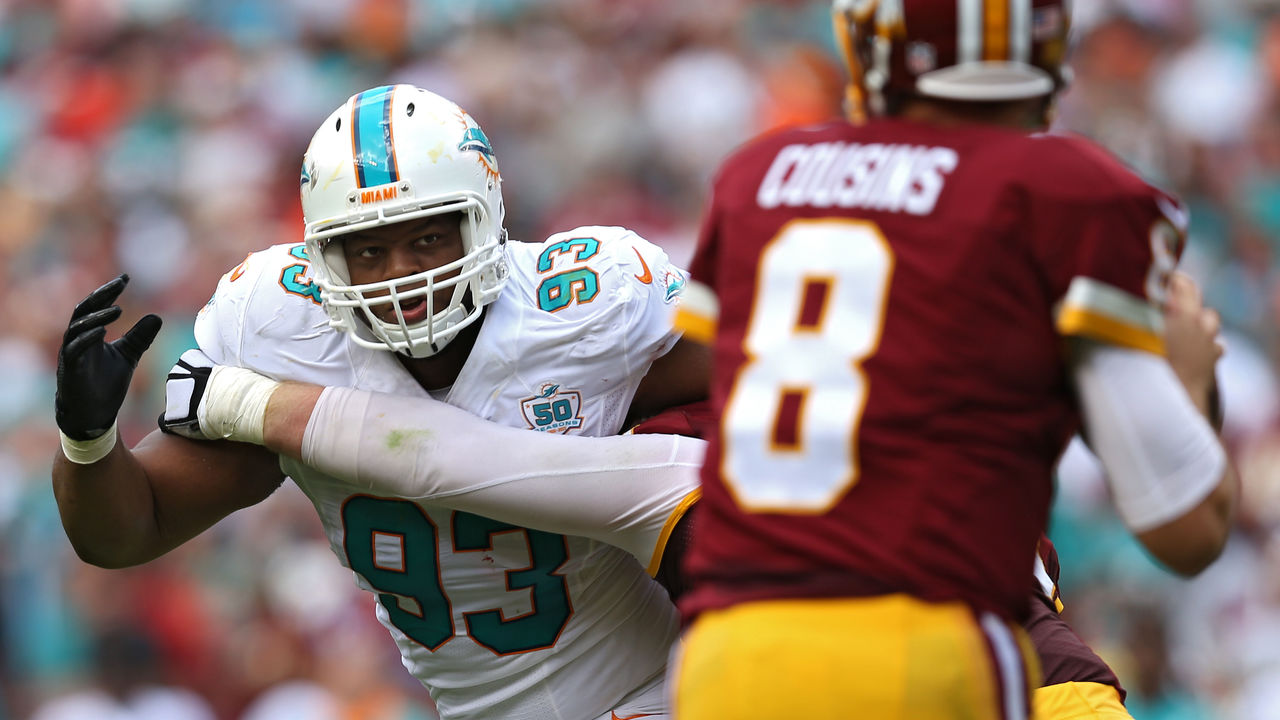 LANDOVER, MD - SEPTEMBER 13: Defensive tackle Ndamukong Suh #93 of the Miami Dolphins in action against the Washington Redskins at FedExField on September 13, 2015 in Landover, Maryland.