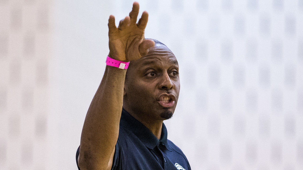 MAPLE GROVE, MN- MAY 23: Former NBA player Anfernee 'Penny' Hardaway calls a play for Team Penny during Session Four of the Nike EYBL on May 23, 2015 at Maple Grove Community Gym in Maple Grove, Minnesota.