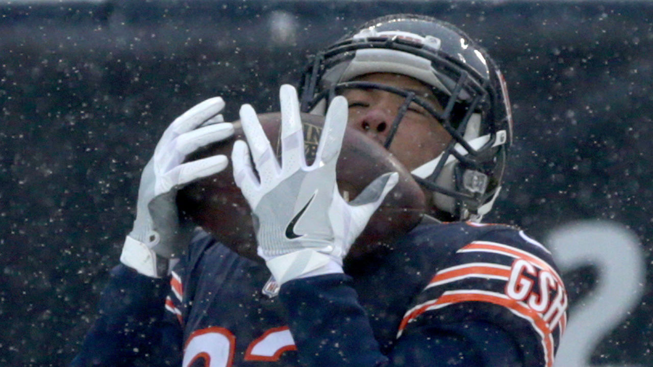 CHICAGO, IL - DECEMBER 24: Kyle Fuller #23 of the Chicago Bears intercepts the football in the second quarter against the Cleveland Browns at Soldier Field on December 24, 2017 in Chicago, Illinois.
