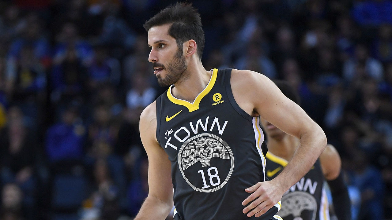 OAKLAND, CA - FEBRUARY 06: Omri Casspi #18 of the Golden State Warriors dribbles the ball up court against the Oklahoma City Thunder during the second half of their NBA basketball game at ORACLE Arena on February 6, 2018 in Oakland, California.
