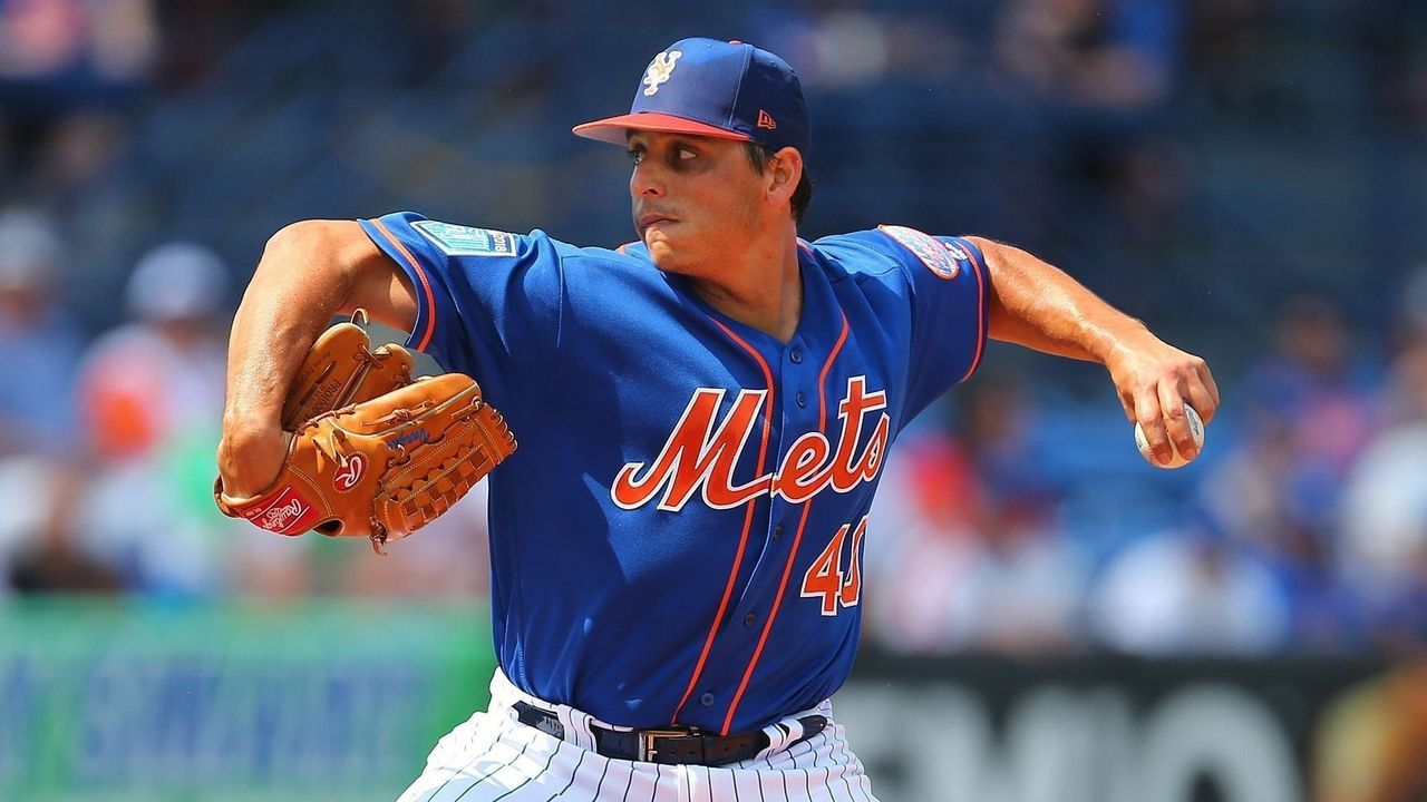 PORT ST. LUCIE, FL - MARCH 06: Jason Vargas #40 of the New York Mets delivers a pitch during the first inning against the Houston Astros of a spring training game at First Data Field on March 6, 2018 in Port St. Lucie, Florida. The Mets defeated the Astros 9-5.