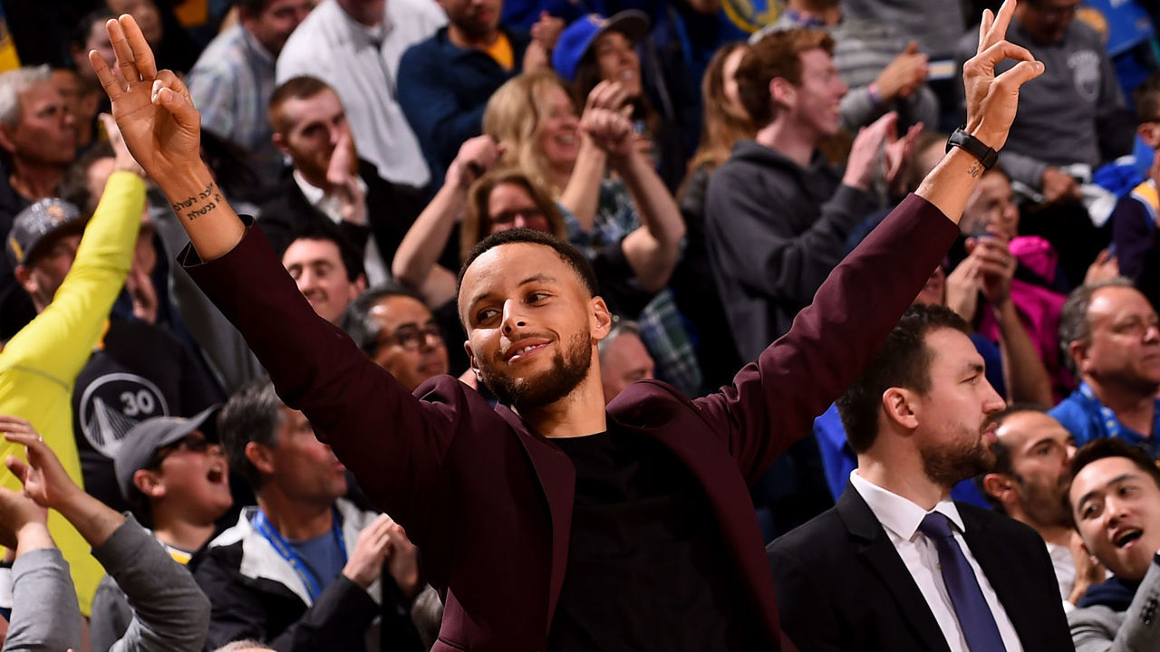 OAKLAND, CA - MARCH 16: Stephen Curry #30 of the Golden State Warriors reacts during the game against the Sacramento Kings on March 16, 2018 at ORACLE Arena in Oakland, California. NOTE TO USER: User expressly acknowledges and agrees that, by downloading and or using this photograph, user is consenting to the terms and conditions of Getty Images License Agreement. Mandatory Copyright Notice: Copyright 2018 NBAE
