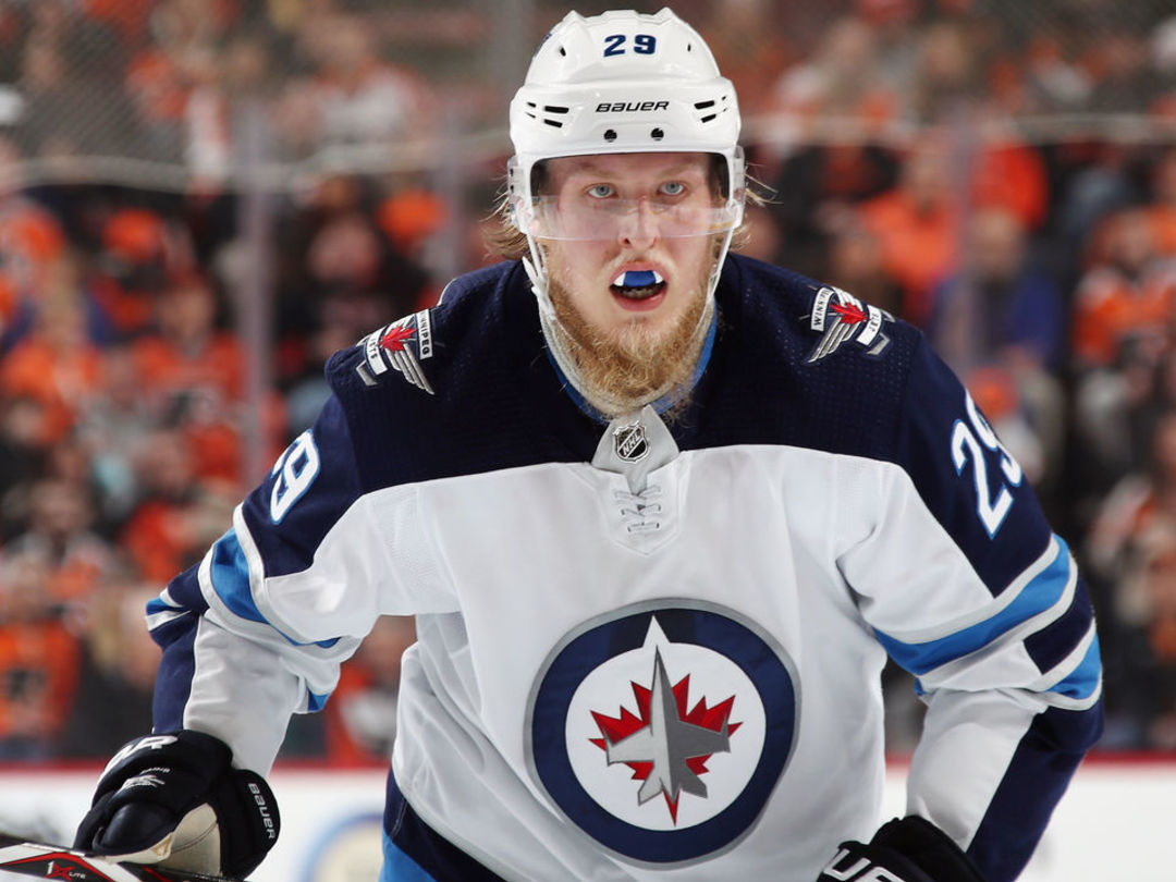 Laine leaves game with leg injury after blocking shot vs. Kings