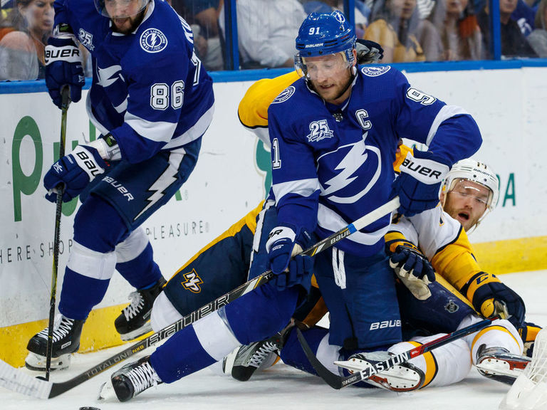 Stamkos day to day after leaving Sunday's game with injury