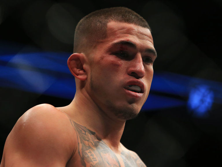 Report: Pettis to fight Thompson in welterweight debut