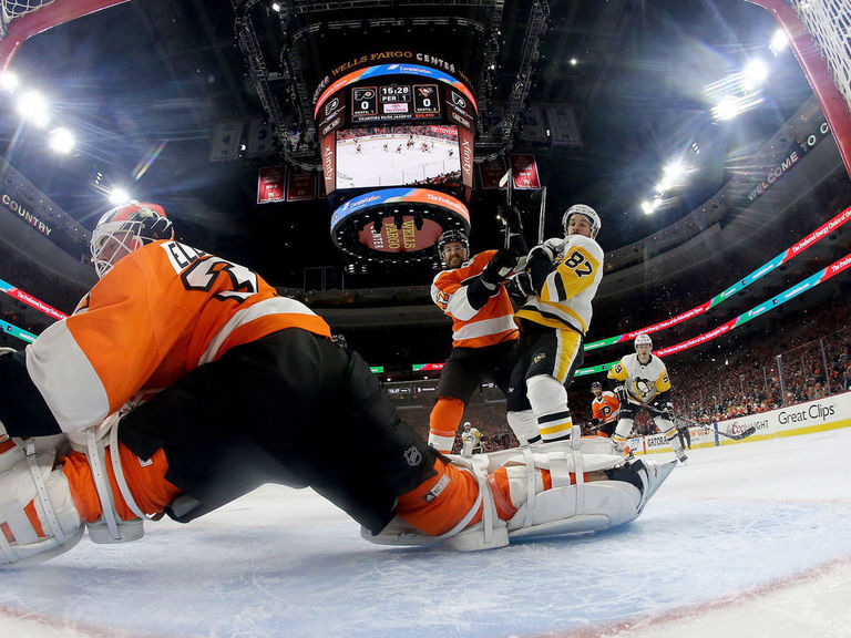 Flyers' Elliott given hook midway through Game 4