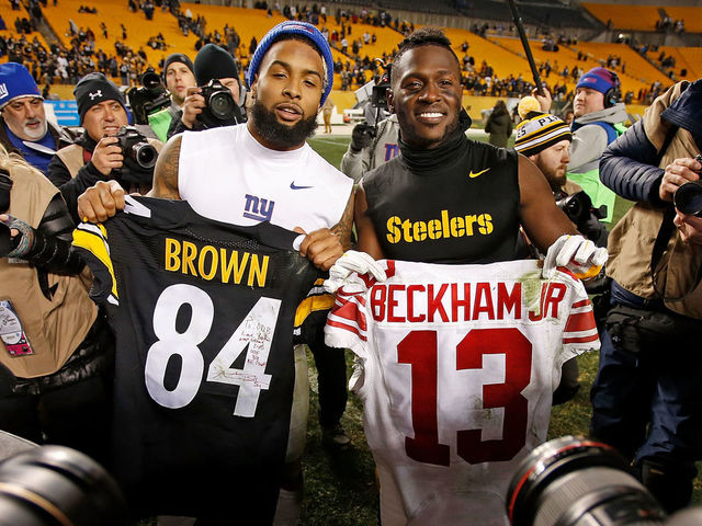734b2c377cd PITTSBURGH, PA - DECEMBER 04: Antonio Brown #84 of the Pittsburgh Steelers  and.