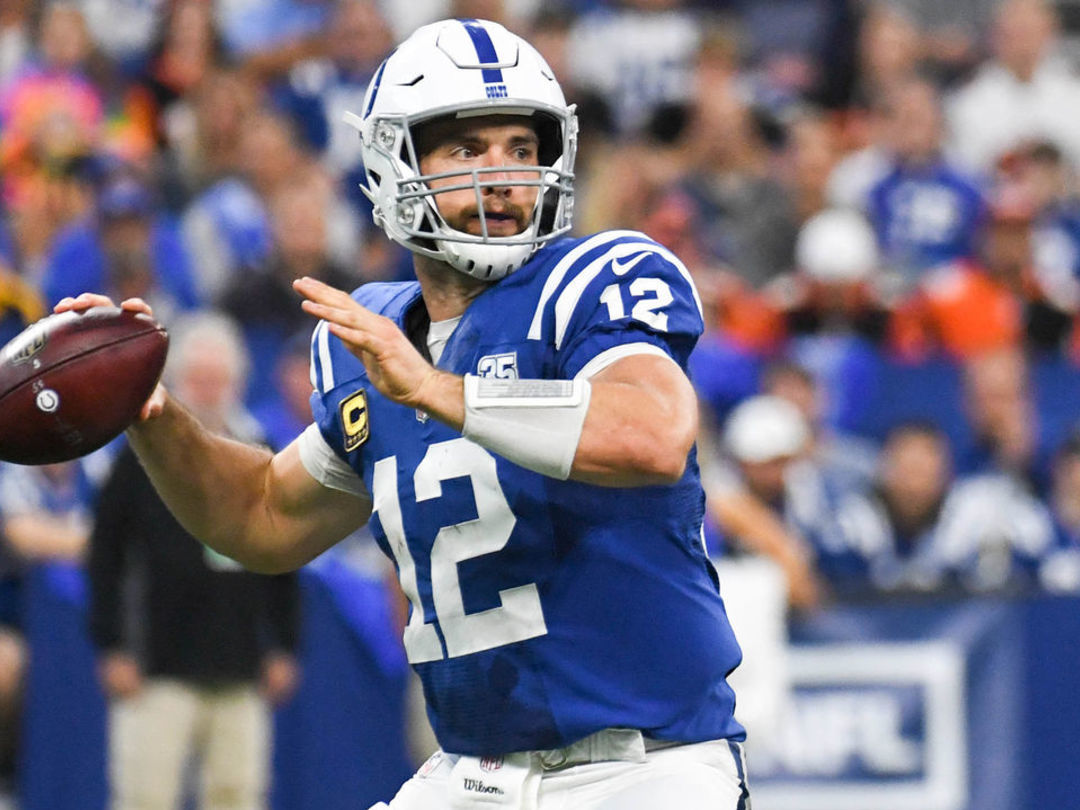 Andrew Luck tells Colts he