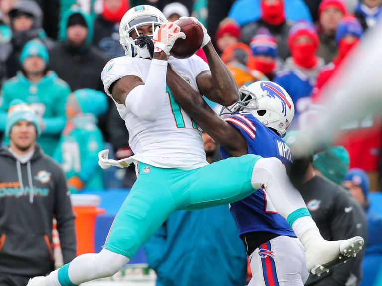 Report: Dolphins talking to teams about moving Parker