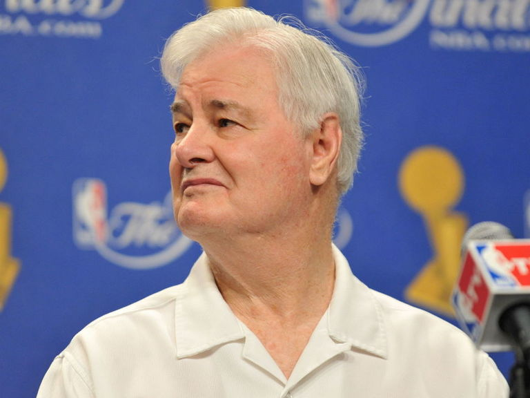 Tex Winter, who pioneered the triangle offense, dies at 96